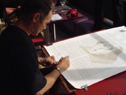 Mark Rylance signs the Declaration before his matinee performance